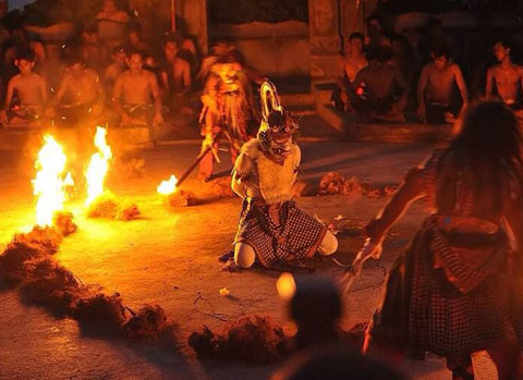 kecak-fire_dance-car-rental-in-bali