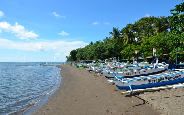 lovina-beach-car-rental-in-bali