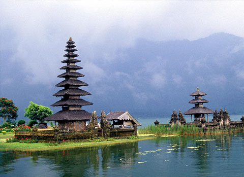 ulundanu_temple-car-rental-in-bali